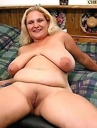 Busty Lisa love to have dildo in wet pussy